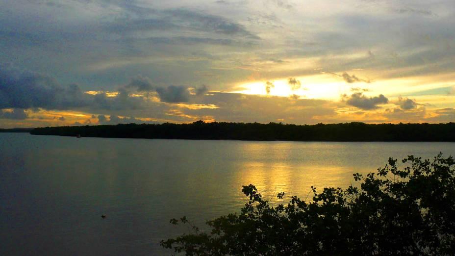 """A <strong>Orla Pôr do Sol</strong> do Mosqueiro, em <strong><a href=""""http://viajeaqui.abril.com.br/cidades/br-se-aracaju"""" rel=""""Aracaju"""" target=""""_self"""">Aracaju</a></strong>, e sua vista ao entardecer, com seu cenário romântico e com os barquinhos flutuando na água"""