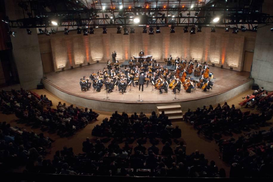 Osesp se apresenta com a regência de violino de Pinchas Zukerman, no 42° Festival de Inverno de Campos do Jordão, em 2011