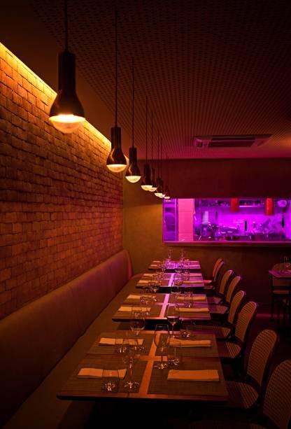 """Um dos ambientes do restaurante <a href=""""http://viajeaqui.abril.com.br/estabelecimentos/br-rj-rio-de-janeiro-restaurante-oro"""" rel=""""Oro"""">Oro</a>, no <a href=""""http://viajeaqui.abril.com.br/cidades/br-rj-rio-de-janeiro"""" rel=""""Rio de Janeiro"""">Rio de Janeiro</a>"""