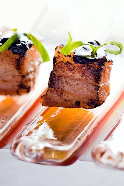 """Barriga de porquinho servida no restaurante <a href=""""http://viajeaqui.abril.com.br/estabelecimentos/br-rj-rio-de-janeiro-restaurante-oro"""" rel=""""Oro"""">Oro</a>, no <a href=""""http://viajeaqui.abril.com.br/cidades/br-rj-rio-de-janeiro"""" rel=""""Rio de Janeiro"""">Rio de Janeiro</a>"""