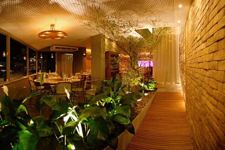 """Decoração caprichada na entrada do restaurante <a href=""""http://viajeaqui.abril.com.br/estabelecimentos/br-rj-rio-de-janeiro-restaurante-oro"""" rel=""""Oro"""">Oro</a>, no <a href=""""http://viajeaqui.abril.com.br/cidades/br-rj-rio-de-janeiro"""" rel=""""Rio de Janeiro"""">Rio de Janeiro</a>"""