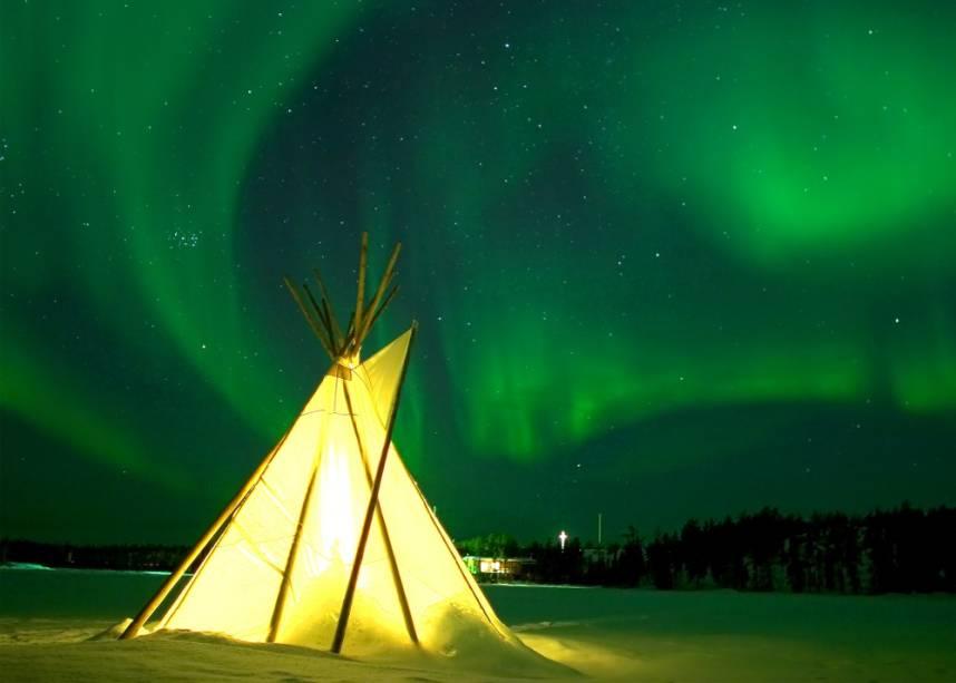 Em Yellowknife, norte do Canadá, as luzes do norte podem ser vistas em lugares como o Aurora Village