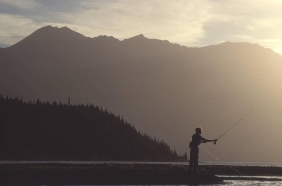 Fly fishing noKluane National Park, Yukon