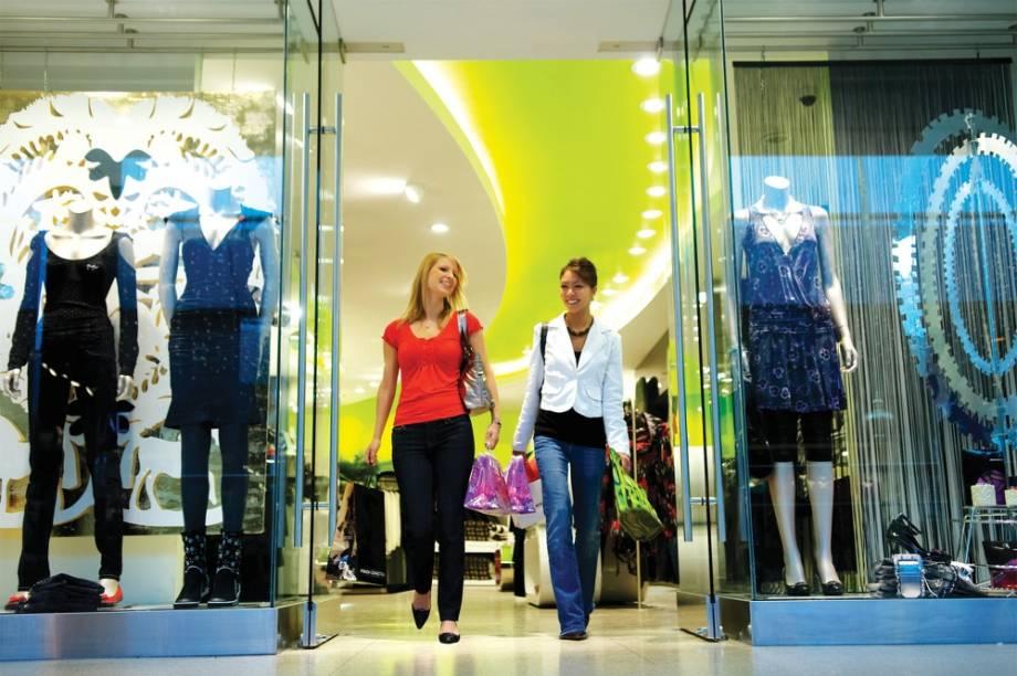 Edmonton é bem conhecida como boa opção de compras, como aqui, no West Edmonton Mall