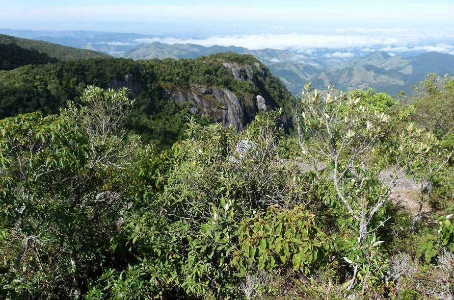 Mesmo com a ventania do alto da Pedra Redonda, a sensação de paz ao chegar ao topo toma conta dos visitantes