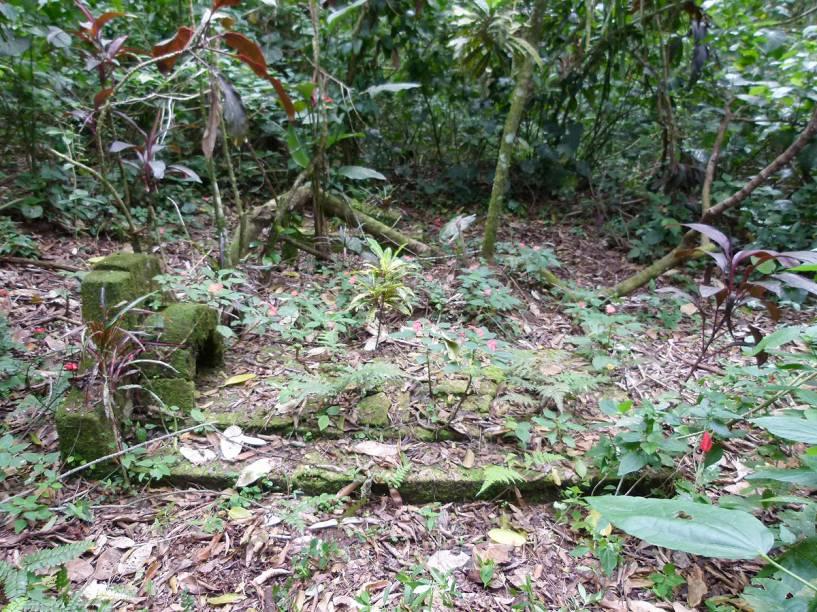 Túmulos que, segundo moradores da região, foram construídos por indígenas