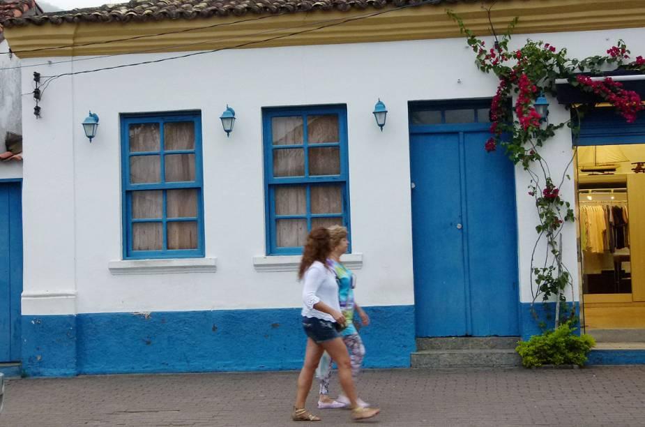 A maioria das casinhas históricas de Ilhabela foram adaptadas para o comércio