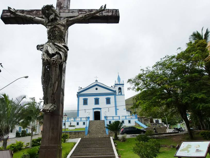 Em Ilhabela, não deixe de passear pelo charmoso centro histórico; a <strong>Igreja Matriz</strong> fica no alto de uma colina
