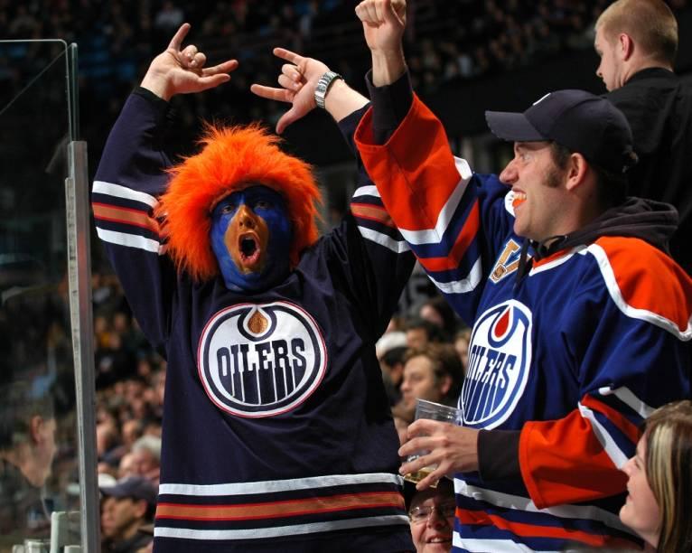 Os Edmonton Oilers foram o time de hóquei no gelo mais poderoso da década de 1980, contando com quatro dos melhores jogadores de todos os tempos: Wayne Gretzky, Mark Messier, Jari Kurri e Paul Coffey. Os tempos de glória se foram há muito, mas os torcedores continuam fanáticos