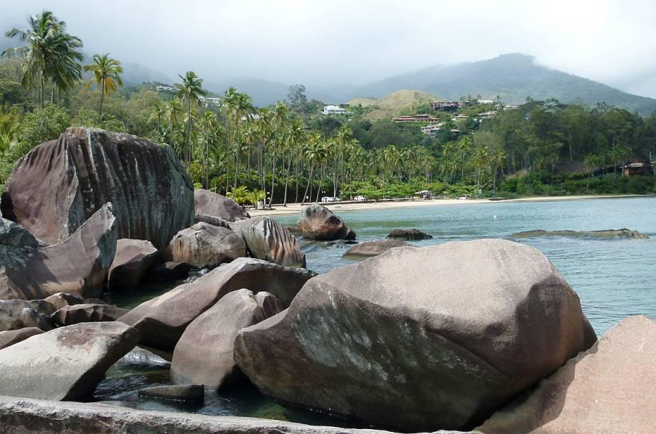 As pedras da Praia do Sino, também conhecida como praia Garapocaia