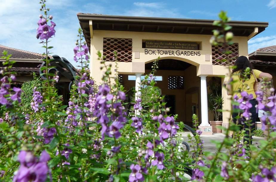 <strong>Bok Tower Gardens</strong>                                                            Entrada da Bok Tower Gardens, que guarda uma enorme coleção de plantas exóticas, além de 30 espécies raras de várias partes do mundo