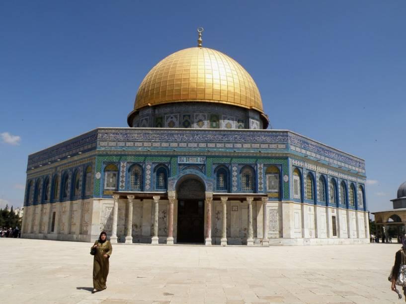 """<strong>Domo da Rocha, Jerusalém, Israel</strong><br />    O Domo da Rocha, em <a href=""""http://viajeaqui.abril.com.br/cidades/israel-jerusalem"""" rel=""""Jerusalém"""" target=""""_blank"""">Jerusalém</a>, protege o lugar no qual a tradição islâmica diz que Maomé ascendeu aos céus. Ele fica exatamente no mesmo lugar do Segundo Templo judaico."""