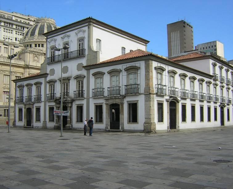 """<strong>10. <a href=""""http://viajeaqui.abril.com.br/estabelecimentos/br-rj-rio-de-janeiro-atracao-praca-xv"""" rel=""""PRAÇA XV"""" target=""""_self"""">PRAÇA XV</a> </strong>(55 metros)            A praça abriga o Paço Imperial, residência da família real portuguesa, hoje local de exposições"""