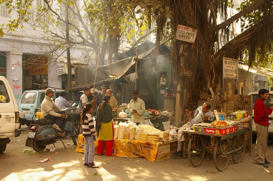 Vendinha típica e abençoada pelos deuses no Paharganj, o bairro dos mochileiros