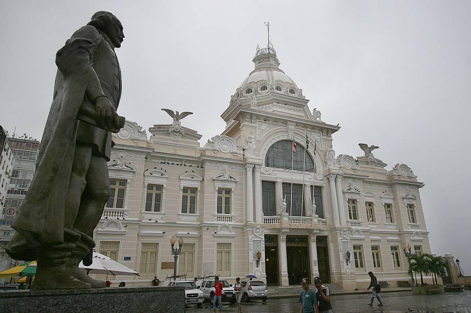 Foi uma das sedes do Governo Geral quando a Bahia foi a capital brasileira (entre 1549 e 1763). Após um bombardeio, em 1912, a construção foi reerguida e inaugurada em 1919. O palácio só fecha as segundas, mas quem chega fora do horário das visitas guiadas (de terças a sextas-feiras, das 10h às 16h e aos sábados, das 9h às 13h) vê apenas o térreo, com um pequeno museu sobre os governadores do estado - e deixa de conhecer os pontos altos do lugar, como a Sala Pompeana, onde foram encontrados afrescos dos séculos 19 e 20 sob seis camadas de tinta. <em>Praça Tomé de Souza (Pelourinho), de terça a sexta-feira, das 10h às 18h; sábados e domingos, das 9h às 13h</em>