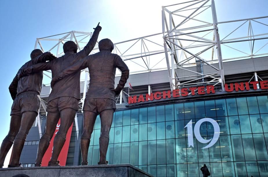 """<strong>Para Manchester</strong>São 13 noites all-inclusive em residência estudantil no centro<a href=""""http://manutdsoccerschools.com"""" rel="""" Manchester United Soccer Schools """" target=""""_blank""""><strong>Manchester United Soccer Schools</strong></a>, do timaço da cidade. Durante a manhã tem treino no campo e, à tarde, aulas de inglês customizadas sobre o futebol. A carga horária é de 40 horas de treinamento e 25 horas-aula de inglês por semana. Garotos de 12 a 17 anos podem participar.<strong>QUANDO:</strong> Em 14 e 28 de julho<strong>QUEM LEVA:</strong> A <a href=""""http://stb.com.br"""" rel=""""STB"""" target=""""_blank""""><strong>STB</strong></a> (11/3038-1551)<strong>QUANTO:</strong> £ 3 207"""