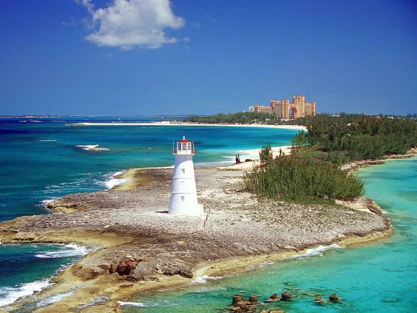 """<a href=""""http://bit.ly/sa_nch"""" rel=""""SANCHAT TOUR"""" target=""""_blank""""><strong>SANCHAT TOUR</strong></a><strong>O QUE ELA FAZ POR VOCÊ:</strong>Manja tudo de América Central e Caribe.<strong>PACOTES:</strong>Arquipélago de incontáveis belezas, <a href=""""http://viajeaqui.abril.com.br/paises/bahamas"""" rel=""""Bahamas"""" target=""""_blank"""">Bahamas</a> tem em Paradise Island, a uma ponte de <a href=""""http://viajeaqui.abril.com.br/cidades/bahamas-nassau"""" rel=""""Nassau"""" target=""""_blank"""">Nassau</a> (a capital), sua ilha de all-inclusive. No <a href=""""http://riu.com"""" rel=""""Riu"""" target=""""_blank"""">Riu</a>, as sete noites saem por US$ 2 969. Cayo Santa María, em <a href=""""http://viajeaqui.abril.com.br/paises/cuba"""" rel=""""Cuba"""" target=""""_blank"""">Cuba</a>, é menos popular que <a href=""""http://viajeaqui.abril.com.br/cidades/cuba-varadero"""" rel=""""Varadero"""" target=""""_blank"""">Varadero</a>, mas sobra em tranquilidade. Por lá, sete noites all-inclusive no resort da bandeira <a href=""""http://melia.com"""" rel=""""Sol"""" target=""""_blank"""">Sol</a> custam US$ 1 661."""