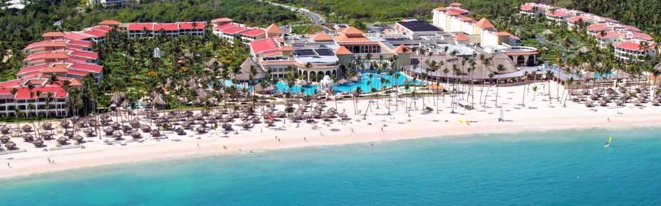 """<strong><a href=""""http://www.melia.com/en/hotels/dominican-republic/punta-cana/the-reserve-at-paradisus-palma-real/index.html?codigoHotel=5911"""" rel=""""The Reserve, no Paradisus Palma Real Resort"""" target=""""_blank"""">The Reserve, no Paradisus Palma Real Resort</a> – <a href=""""http://viajeaqui.abril.com.br/paises/republica-dominicana"""" rel=""""República Dominicana"""" target=""""_blank"""">República Dominicana</a></strong>            Este resort é bem parecido com seu irmão de rede, The Reserve, no Paradisus Punta Cana Resort. Ambos estão preparadíssimos para receber crianças de todas as idades e têm atividades para deixar os pais tirarem umas férias das preocupações com os cuidados dos pequenos. A diferença entre os dois mega resorts é que este aqui tem um trecho de praia particular na Bávaro, onde é possível observar golfinhos sem nem levantar da espreguiçadeira. Quem se hospeda no The Reserve pode usar as dependências faraônicas do Palma Real Golf & Spa Resort            <a href=""""http://www.booking.com/hotel/do/the-reserve-at-paradisus-palma-real.pt-br.html?aid=332455&label=viagemabril-resortscaribeallinclusive"""" rel=""""Reserve a sua hospedagem nesse resort através do Booking.com"""" target=""""_blank"""">Reserve a sua hospedagem nesse resort através do Booking.com</a>"""
