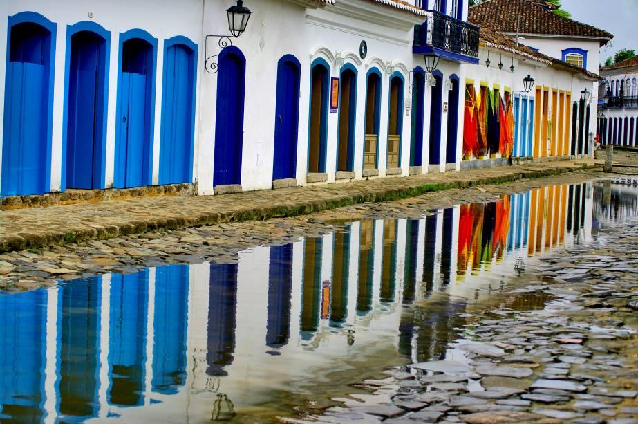 Paraty (RJ) é conhecida por suas bem característicascasas de portas e janelas coloridas