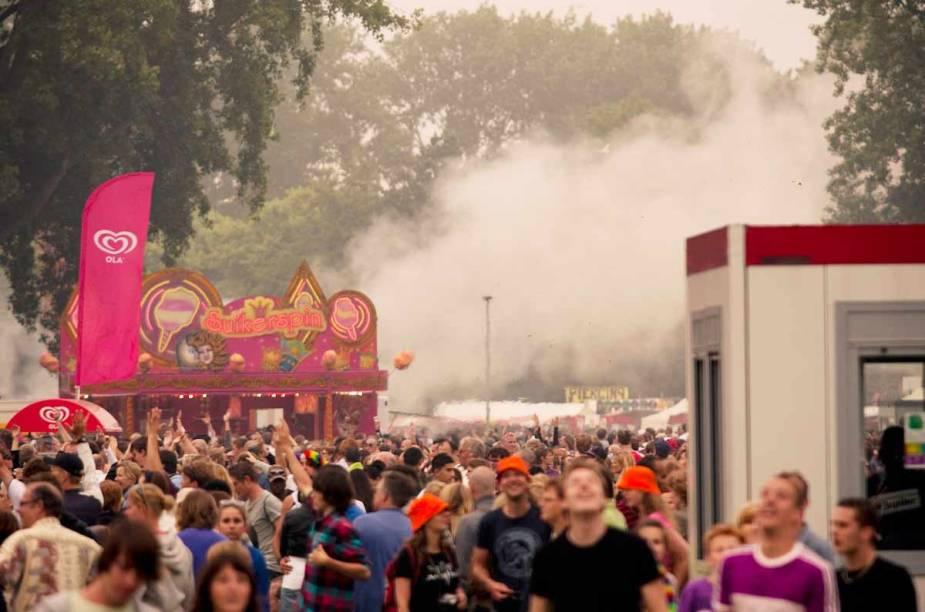 """<strong>Parkpop, <a href=""""http://viajeaqui.abril.com.br/cidades/holanda-haia"""" rel=""""Haia"""" target=""""_blank"""">Haia</a> </strong>    O Parkpop Festival, na cidade de Haia (Deen Haag) acontece anualmente no último domingo de junho. Esse ano o festival ocorre no dia 29 de junho a partir das 13h, a entrada é gratuita."""