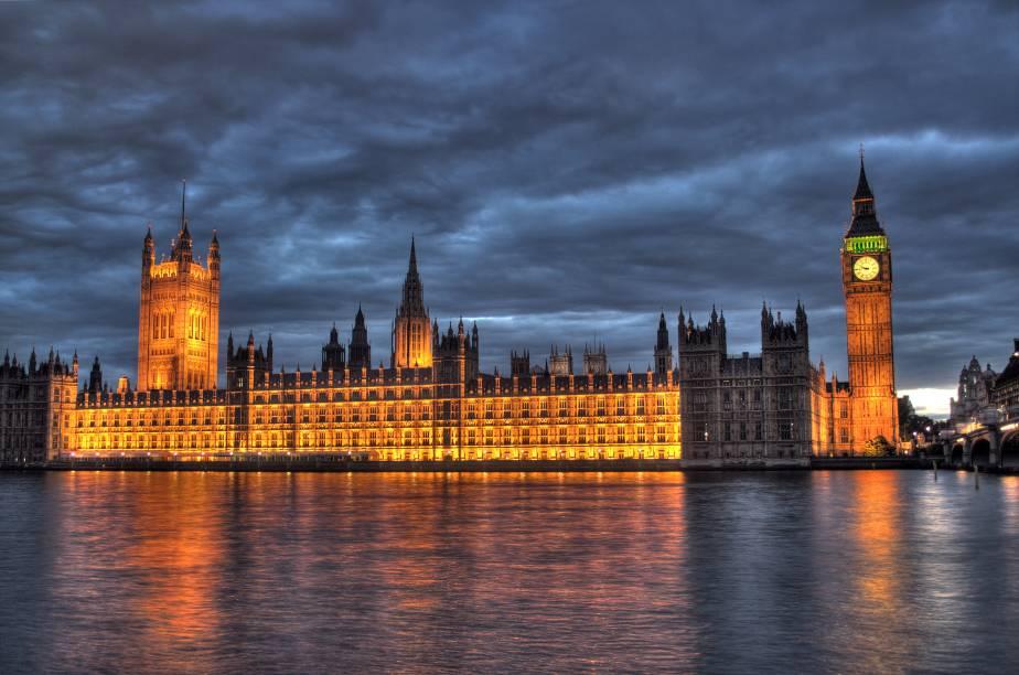 """A região de <strong>Westminster e St. James's </strong>concentra mais turistas por metro quadrado de Londres e é um must-see para qualquer iniciante na cidade. A começar pelo prédio do <a href=""""http://viajeaqui.abril.com.br/estabelecimentos/reino-unido-londres-atracao-houses-of-parliament"""" rel=""""Parlamento """" target=""""_blank""""><strong>Parlamento </strong></a>e pelo<strong> Big Ben </strong>(não há visitas)."""