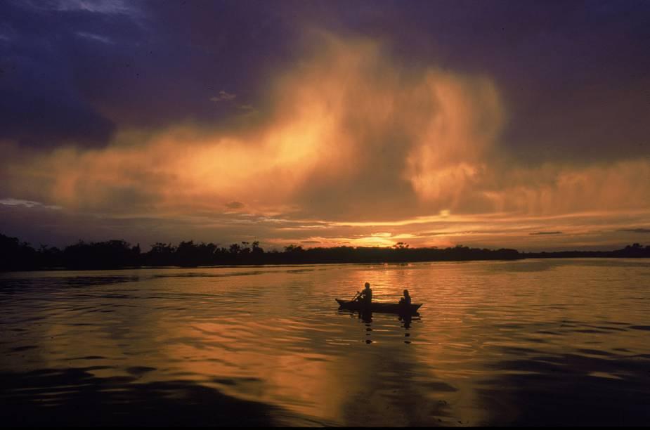 "A cidade é base para explorar os esplendorosos e (quase) intocados Parque Nacional de Anavilhanas e Parque Nacional do Jaú.<a href=""https://www.booking.com/searchresults.pt-br.html?aid=332455&sid=605c56653290b80351df808102ac423d&sb=1&src=searchresults&src_elem=sb&error_url=https%3A%2F%2Fwww.booking.com%2Fsearchresults.pt-br.html%3Faid%3D332455%3Bsid%3D605c56653290b80351df808102ac423d%3Bcity%3D-649321%3Bclass_interval%3D1%3Bdest_id%3D900040389%3Bdest_type%3Dcity%3Bdtdisc%3D0%3Bfrom_sf%3D1%3Bgroup_adults%3D2%3Bgroup_children%3D0%3Binac%3D0%3Bindex_postcard%3D0%3Blabel_click%3Dundef%3Bno_rooms%3D1%3Boffset%3D0%3Bpostcard%3D0%3Braw_dest_type%3Dcity%3Broom1%3DA%252CA%3Bsb_price_type%3Dtotal%3Bsearch_selected%3D1%3Bsrc%3Dsearchresults%3Bsrc_elem%3Dsb%3Bss%3DMorro%2520de%2520S%25C3%25A3o%2520Paulo%252C%2520%25E2%2580%258BBahia%252C%2520%25E2%2580%258BBrasil%3Bss_all%3D0%3Bss_raw%3DMorro%2520de%2520S%25C3%25A3o%2520Paulo%3Bssb%3Dempty%3Bsshis%3D0%3Bssne_untouched%3DJericoacoara%26%3B&ss=Novo+Air%C3%83%C2%A3o%2C+Amazonas%2C+Brasil&ssne=Morro+de+S%C3%A3o+Paulo&ssne_untouched=Morro+de+S%C3%A3o+Paulo&city=900040389&checkin_monthday=&checkin_month=&checkin_year=&checkout_monthday=&checkout_month=&checkout_year=&group_adults=2&group_children=0&no_rooms=1&from_sf=1&ss_raw=Novo+Air%C3%A3o&ac_position=0&ac_langcode=xb&dest_id=-657494&dest_type=city&place_id_lat=-2.62694&place_id_lon=-60.950001&search_pageview_id=4c6c7a4069790164&search_selected=true&search_pageview_id=4c6c7a4069790164&ac_suggestion_list_length=2&ac_suggestion_theme_list_length=0"" target=""_blank"" rel=""noopener""><em>Busque hospedagens em Novo Airão</em></a>"