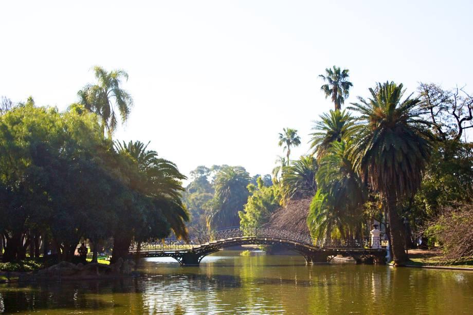 <strong>Parque Tres de Febrero </strong>                                        Localizado em Palermo, conhecido por ser o bairro mais arborizado da capital argentina, o parque é um lugar onde a paz e a tranquilidade reinam. Ao seu redor, há belos jardins e um planetário que também valem a visita
