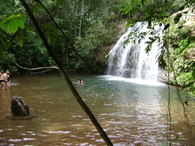"Os cânions Itaimbezinho e Fortaleza são os mais procurados e imperdíveis na região. Além dos cânions, os turistas também procuram (e encontram) belas cachoeiras. <a href=""https://www.booking.com/searchresults.pt-br.html?aid=332455&lang=pt-br&sid=eedbe6de09e709d664615ac6f1b39a5d&sb=1&src=searchresults&src_elem=sb&error_url=https%3A%2F%2Fwww.booking.com%2Fsearchresults.pt-br.html%3Faid%3D332455%3Bsid%3Deedbe6de09e709d664615ac6f1b39a5d%3Bcity%3D-677399%3Bclass_interval%3D1%3Bdest_id%3D-654655%3Bdest_type%3Dcity%3Bdtdisc%3D0%3Bfrom_sf%3D1%3Bgroup_adults%3D2%3Bgroup_children%3D0%3Binac%3D0%3Bindex_postcard%3D0%3Blabel_click%3Dundef%3Bno_rooms%3D1%3Boffset%3D0%3Bpostcard%3D0%3Braw_dest_type%3Dcity%3Broom1%3DA%252CA%3Bsb_price_type%3Dtotal%3Bsearch_selected%3D1%3Bsrc%3Dsearchresults%3Bsrc_elem%3Dsb%3Bss%3DVisconde%2520de%2520Mau%25C3%25A1%252C%2520%25E2%2580%258BRio%2520de%2520Janeiro%252C%2520%25E2%2580%258BBrasil%3Bss_all%3D0%3Bss_raw%3DVisconde%2520de%2520Mau%25C3%25A1%3Bssb%3Dempty%3Bsshis%3D0%3Bssne_untouched%3DUbatuba%26%3B&ss=Cambar%C3%A1%2C+%E2%80%8BRio+Grande+do+Sul%2C+%E2%80%8BBrasil&ssne=Visconde+de+Mau%C3%A1&ssne_untouched=Visconde+de+Mau%C3%A1&city=-654655&checkin_monthday=&checkin_month=&checkin_year=&checkout_monthday=&checkout_month=&checkout_year=&no_rooms=1&group_adults=2&group_children=0&highlighted_hotels=&from_sf=1&ss_raw=Cambar%C3%A1+do+Sul+&ac_position=0&ac_langcode=xb&dest_id=-633693&dest_type=city&search_pageview_id=91cd736153fd0035&search_selected=true&search_pageview_id=91cd736153fd0035&ac_suggestion_list_length=5&ac_suggestion_theme_list_length=0"" target=""_blank"" rel=""noopener""><em>Busque hospedagens em Cambará do Sul </em></a>"