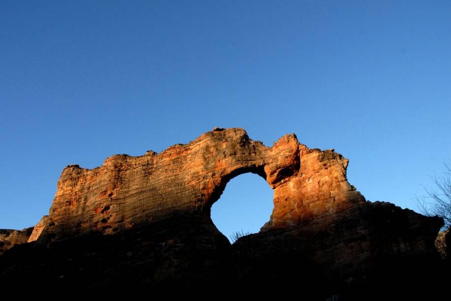 Em meio à aridez da caatinga, mais de 30 mil pinturas pré-históricas ornamentam paredões, tocas e cânions