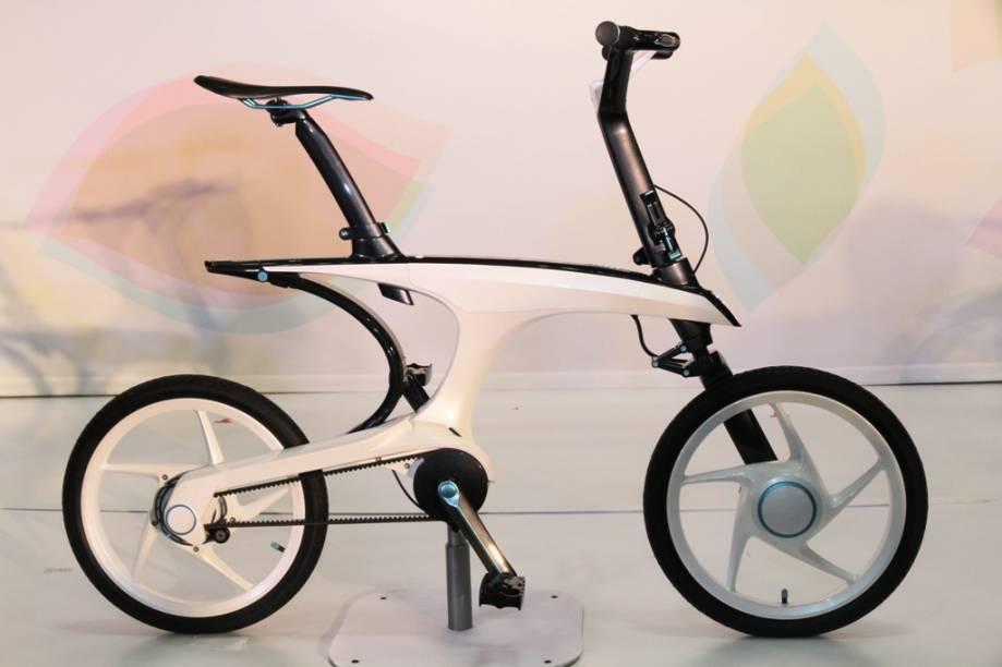 A ultra-leve e dinâmica Pas With, da Yamaha, é uma bicicleta elétrica que serve de complemento ao transporte público em trens, bondes, metrô e ônibus, que cobririam as grandes distâncias, deixando as menores para a magrela