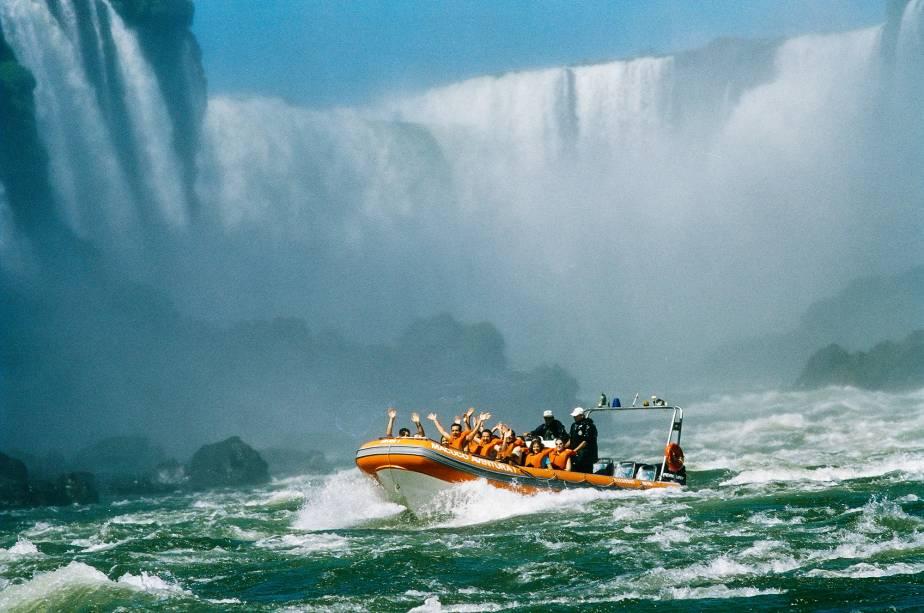 Macuco Safári, o passeio de barco imperdível do Parque Nacional do Iguaçu, no lado brasileiro