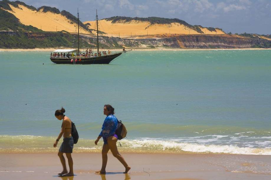"""<strong>5. <a href=""""/cidades/br-rn-tibau-do-sul"""" target=""""_blank"""">Tibau do Sul</a> (1 dia)</strong> Vizinha mansa de Pipa, esbanja beleza na <a href=""""http://viajeaqui.abril.com.br/estabelecimentos/br-rn-tibau-do-sul-atracao-praia-do-madeiro""""><strong>Praia do Madeiro</strong></a> e na Lagoa das Guaraíras"""