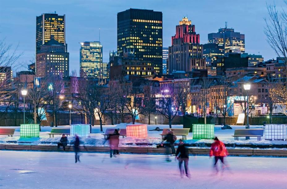 Rinque de patinação montado no Centro de Montreal