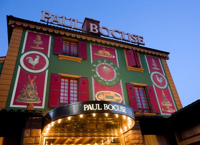 O L'Auberge du Pont de Collonges, do incensado chef Paul Bocuse, reserva experiências gastronômicas inesquecíveis