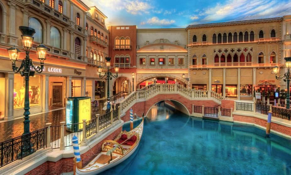 """<strong>The Venetian, <a href=""""http://viajeaqui.abril.com.br/cidades/estados-unidos-las-vegas"""" rel=""""Las Vegas"""" target=""""_self"""">Las Vegas</a></strong>Mais um hotel enorme em Las Vegas, a campeã da lista. Todo o projeto do hotel consiste em uma inspiração da cidade de <a href=""""http://viajeaqui.abril.com.br/cidades/italia-veneza"""" rel=""""Veneza"""" target=""""_self"""">Veneza</a>, na <a href=""""http://viajeaqui.abril.com.br/paises/italia"""" rel=""""Itália"""" target=""""_self"""">Itália</a>. Capacidade total: 4.049 quartos"""