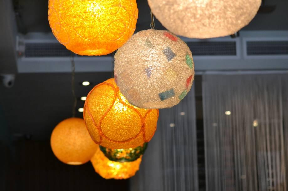 Detalhe da decoração do Pelican Cafe, na Ocean Drive, em Miami. Entre os destaques do cardápio: bruschetas, sopas e frutos do mar