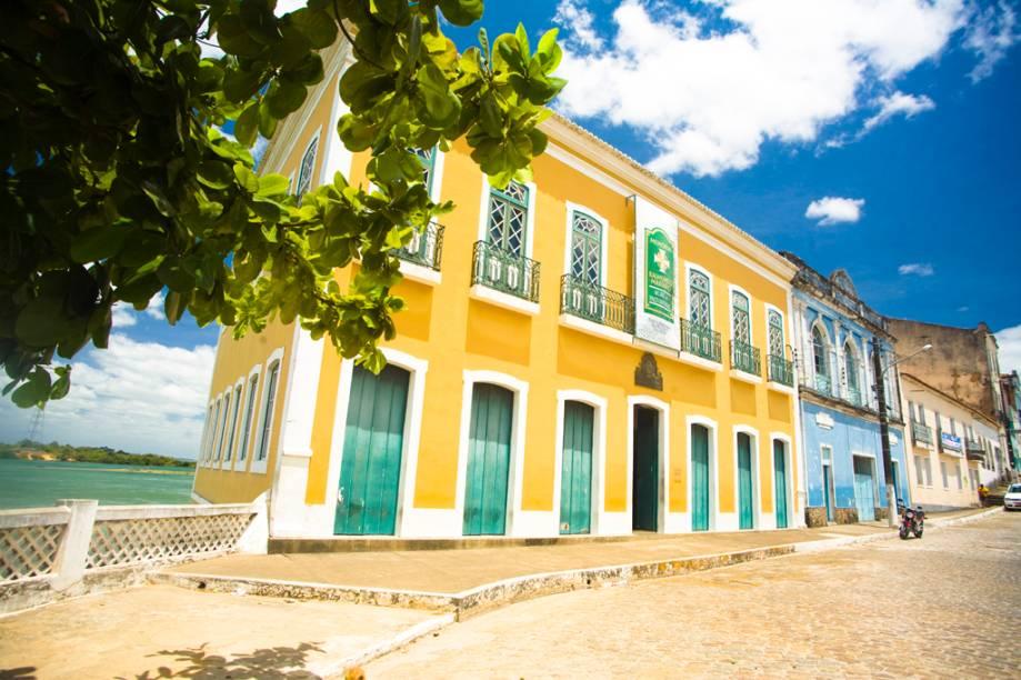 O primeiro povoado de Alagoas foi fundado no século 16, às margens do Rio São Franciso. Na foto o Museu do Paço Imperial e o Rio São Francisco, ao fundo