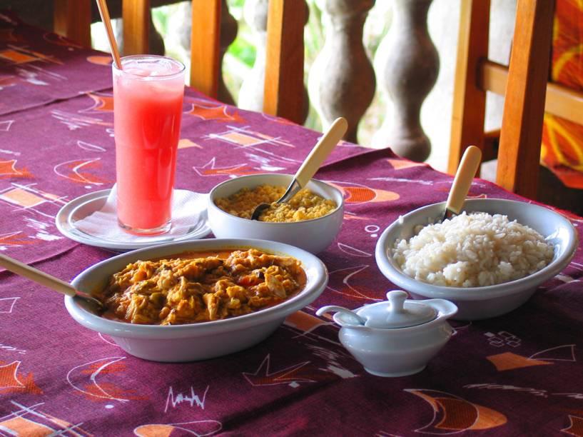 Turistas que forem ao restaurante Forte da Rocheira podem saborear carne de jacaré ao Molho de côco com milho e arroz