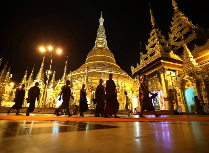 Estupa de ouro Shwedagon Paya, em Yangon