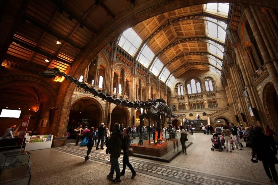 O Natural History Museum, em Knightsbridge, é um excelente passeio para crianças e adolescentes, uma forma lúdica para compreender a ciência e ver como viviam os dinossauros