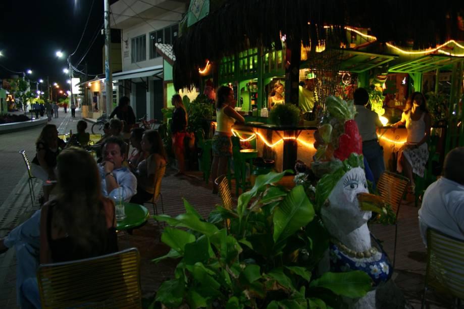 No Café do Brasil, que fica no largo mais movimentado da vila, são servidos cafezinho, drinques e batidas de frutas