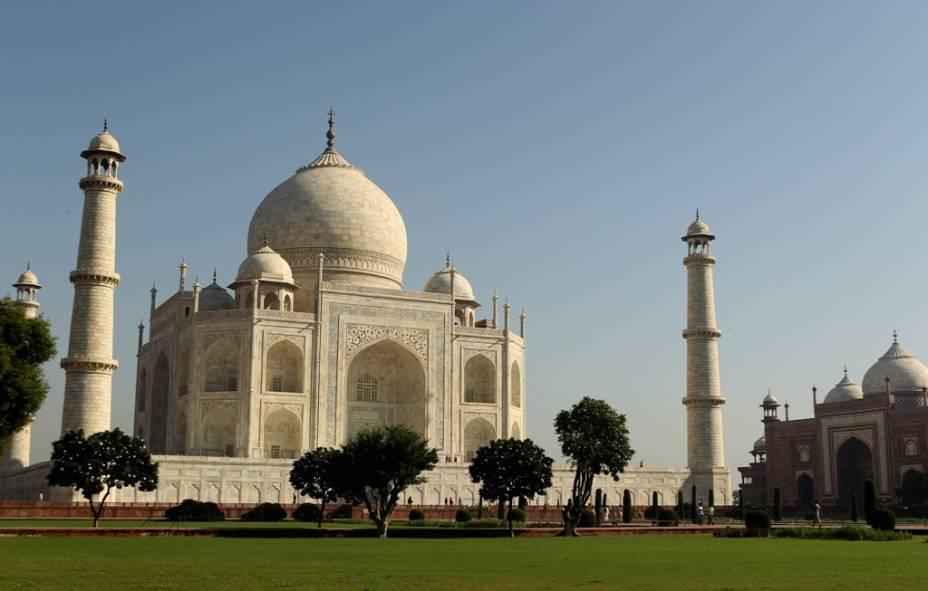 """<strong>Taj Mahal, Índia</strong>                Considerado um dos mais belos edifícios do mundo, o mausoléu de Mumtaz Mahal, em <a href=""""http://viajeaqui.abril.com.br/cidades/india-agra"""" rel=""""Agra"""" target=""""_blank"""">Agra</a>, é o pináculo da arquitetura mogol que dominou boa parte da península indiana. A lista de tesouros islâmicos na região inclui os fortes Agra, Amber e Vermelho, a cidadela de Fatehpur Sikr, a mesquita Jama Masjid e o minarete Qutb Minar, estes dois últimos em <a href=""""http://viajeaqui.abril.com.br/cidades/india-nova-delhi"""" rel=""""Nova Délhi"""" target=""""_blank"""">Nova Délhi</a>"""