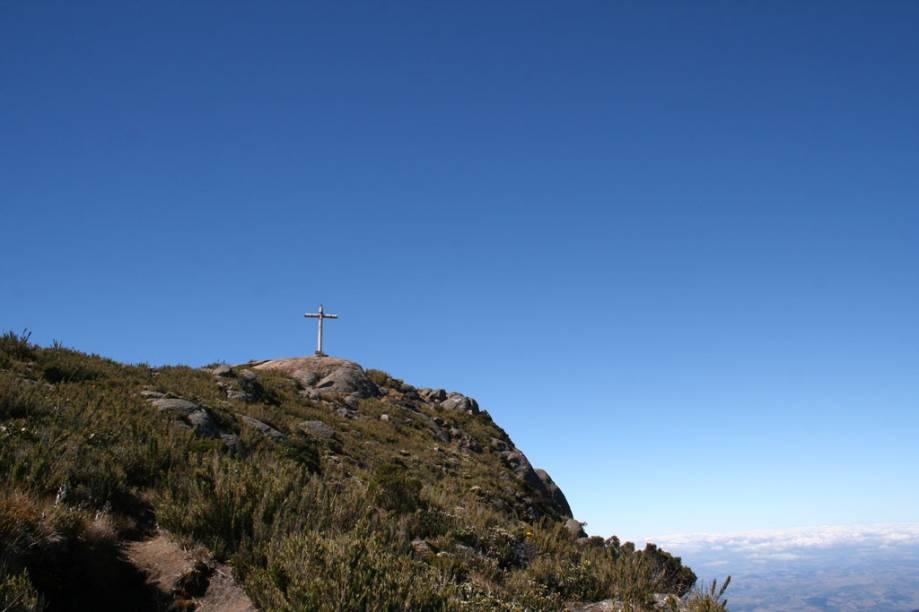"""<strong><a href=""""http://viajeaqui.abril.com.br/estabelecimentos/br-mg-alto-caparao-atracao-parque-nacional-do-caparao"""">Parque Nacional do Caparaó (MG)</a></strong>O Parque Nacional do Caparaó atrai pessoas interessadas em subir o Pico da Bandeira, o terceiro mais alto do Brasil, com 2.892 metros de altitude. É altamente recomendável contratar um guia para as longas caminhadas. A trilha a partir de <a href=""""http://viajeaqui.abril.com.br/cidades/br-mg-alto-caparao"""">Alto Caparaó</a> (MG) dura 8 horas. Programe a visita para o período de maio a agosto, quando chove menos"""