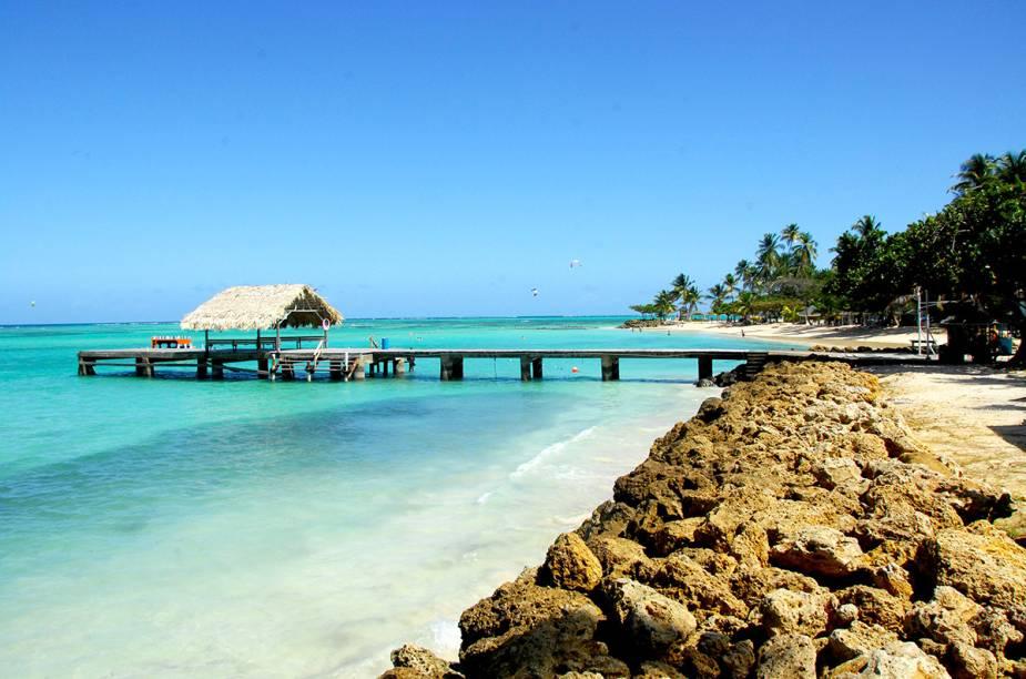 Pigeon Point é mais acessível e frequentada, e também está entre as mais bonitas de Tobago