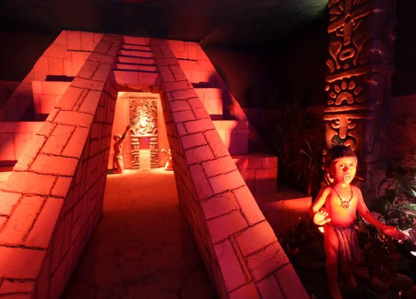 """<strong><a href=""""http://viajeaqui.abril.com.br/estabelecimentos/br-rs-gramado-atracao-o-reino-do-chocolate"""" rel=""""O Reino do Chocolate"""" target=""""_blank"""">O Reino do Chocolate</a> (<a href=""""http://viajeaqui.abril.com.br/cidades/br-rs-gramado"""" rel=""""Gramado, RS"""" target=""""_blank"""">Gramado, RS</a>)</strong>Salas interativas reconstroem a história do chocolate no museu de 1,6 mil metros quadrados. O passeio inclui mini fábrica, túnel do tempo, sala da pirâmide asteca (foto) que conta a crença daquele povo no Deus Quetzalcóatl, que teria dado a eles as primeiras sementes de cacau, além da galeria da história e outros ambientes interativos"""