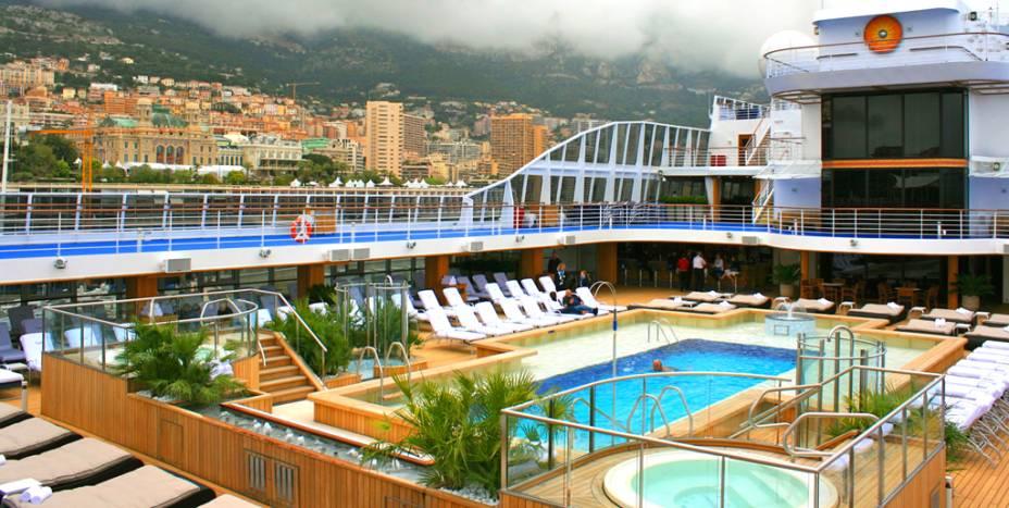 "<strong>Melhor Navio de Cruzeiros: <a href=""https://pt.oceaniacruises.com/ships/riviera/"" rel=""Riviera, da Oceania Cruises"" target=""_blank"">Riviera, da Oceania Cruises</a></strong>"