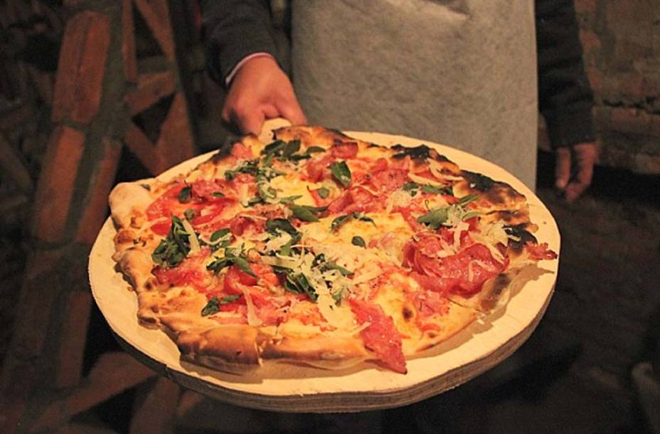 """Pizza da <a href=""""http://www.oficinadepizzas.com.br/"""" rel=""""Oficina de Pizzas"""" target=""""_blank"""">Oficina de Pizzas</a>, pizzaria do bairro da Vila Madalena, em São Paulo"""