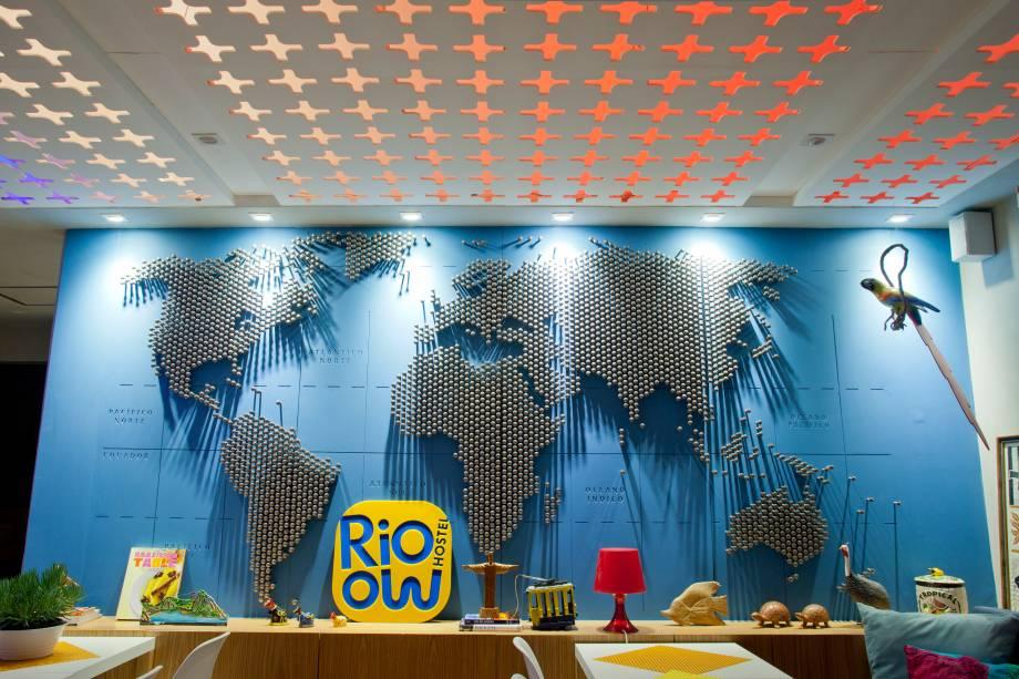 """<strong>Hostel do Ano: <a href=""""http://viajeaqui.abril.com.br/estabelecimentos/br-rj-rio-de-janeiro-hospedagem-rioow"""" rel=""""Rioow Hostel"""" target=""""_blank"""">Rioow Hostel</a> - <a href=""""http://viajeaqui.abril.com.br/cidades/br-rj-rio-de-janeiro"""" rel=""""Rio de Janeiro (RJ)"""" target=""""_blank"""">Rio de Janeiro (RJ)</a></strong>    O hostel é relativamente recente, foi inaugurado em outubro de 2013. A localização nobre, no contorno da Lagoa Rodrigo de Freitas, a decoração contemporânea e o bom serviço foram levados em conta na decisão para o Hostel do Ano."""