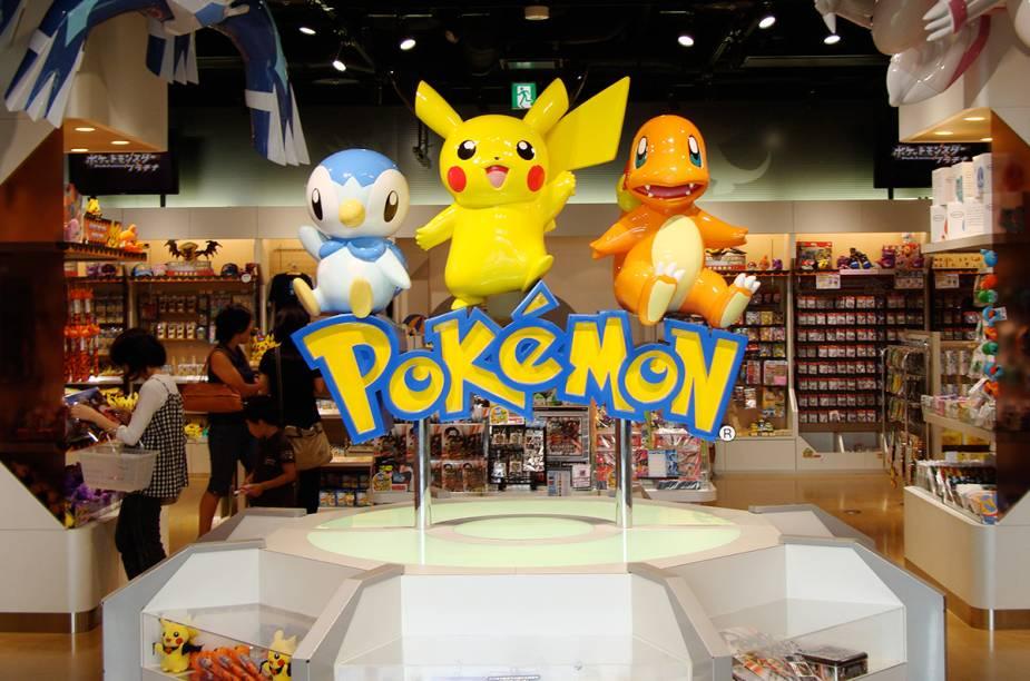 """<strong>Pokémon Center</strong>        Assim como nos jogos, em Tóquio também existem os Pokémons Centers! São lojas especializadas para os """"poke fãs"""". Em Tóquio há duas unidades e espalhadas pelo Japão existem mais 6 lojas. Os centros têm tudo o que possa existir na face da terra em relação a Pokémon: games, brinquedos, pelúcias e bonecos do Pikachu (e dos outros Pokémons também);figurinhas, acessórios personalizados (mouse, canetas, bijuterias, pijamas, pantufas...), chocolates e cookies e finalmente as Pokebolas. Além da inifinidade de opções de compras, também ficam espalhados pela loja joguinhos bem legais sobre Pokémons.        <em>Shiodome Shibarikyu Building 2F 1-2-3 Kaigan, Minato-ku, Tóquio</em>"""