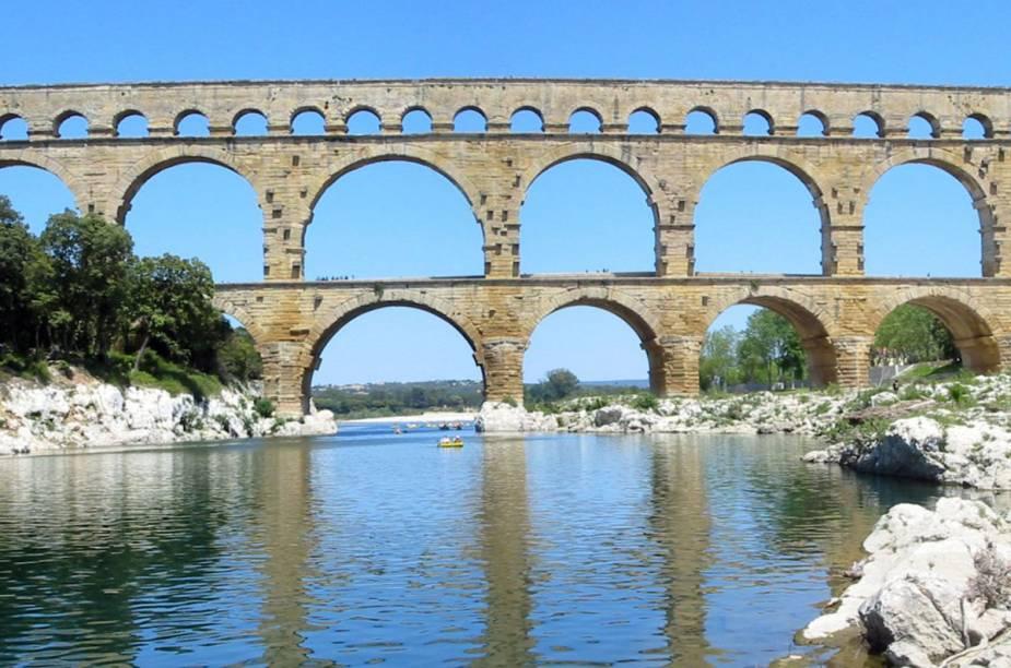 A Pont du Gard, um pedaço de um antigo aqueduto romano perto de Avignon. Perfeitinho para um piquenique
